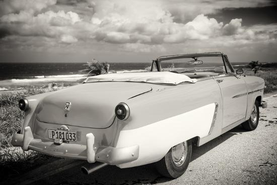 philippe-hugonnard-cuba-fuerte-collection-b-w-american-classic-car-on-the-beach-iii