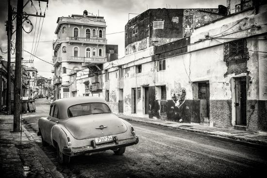 philippe-hugonnard-cuba-fuerte-collection-b-w-old-car-in-the-streets-of-havana