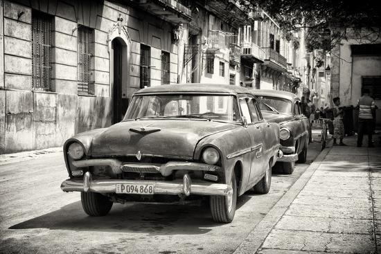 philippe-hugonnard-cuba-fuerte-collection-b-w-street-scene-with-old-cars