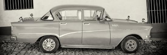philippe-hugonnard-cuba-fuerte-collection-panoramic-bw-classic-car-in-trinidad