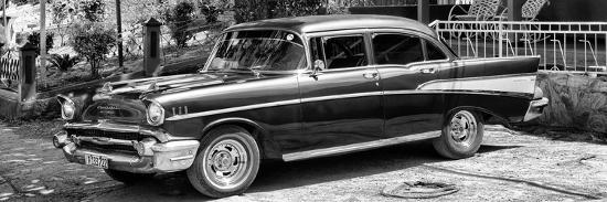 philippe-hugonnard-cuba-fuerte-collection-panoramic-bw-classic-car-in-vinales-ii