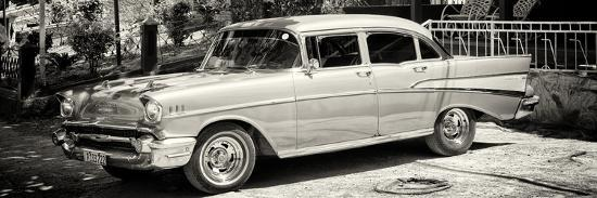 philippe-hugonnard-cuba-fuerte-collection-panoramic-bw-classic-car-in-vinales