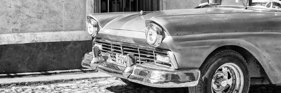philippe-hugonnard-cuba-fuerte-collection-panoramic-bw-close-up-of-classic-car