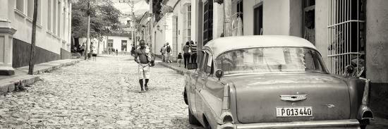 philippe-hugonnard-cuba-fuerte-collection-panoramic-bw-colorful-street-scene-in-trinidad