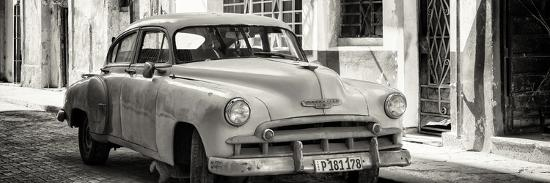 philippe-hugonnard-cuba-fuerte-collection-panoramic-bw-old-chevrolet