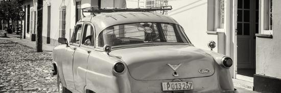 philippe-hugonnard-cuba-fuerte-collection-panoramic-bw-old-ford-classic-car