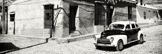 philippe-hugonnard-cuba-fuerte-collection-panoramic-bw-trinidad-colorful-street-scene