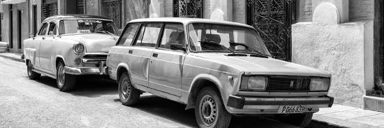 philippe-hugonnard-cuba-fuerte-collection-panoramic-bw-two-old-cars-in-havana