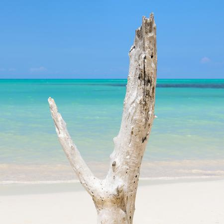 philippe-hugonnard-cuba-fuerte-collection-sq-alone-on-the-beach