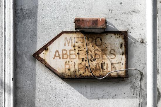 philippe-hugonnard-paris-focus-old-subway-directional-sign