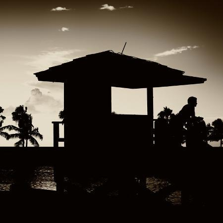 philippe-hugonnard-silhouette-of-life-guard-station-at-sunset-miami