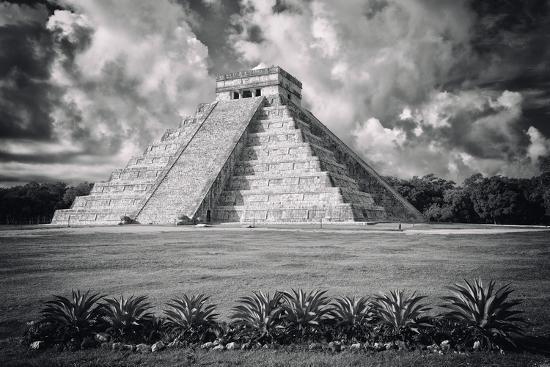 philippe-hugonnard-viva-mexico-b-w-collection-el-castillo-pyramid-vi-chichen-itza