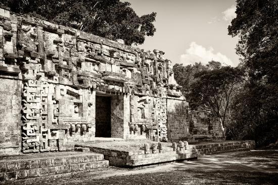 philippe-hugonnard-viva-mexico-b-w-collection-hochob-mayan-pyramids-iv-campeche