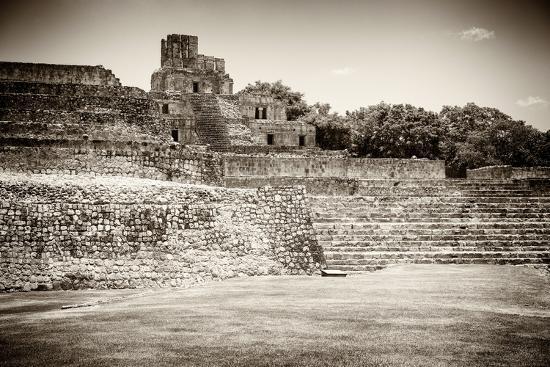 philippe-hugonnard-viva-mexico-b-w-collection-maya-archaeological-site-edzna