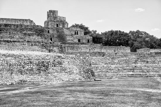 philippe-hugonnard-viva-mexico-b-w-collection-maya-archaeological-site-i-edzna