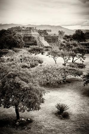 philippe-hugonnard-viva-mexico-b-w-collection-monte-alban-pyramids-v