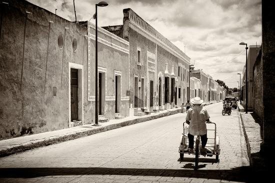 philippe-hugonnard-viva-mexico-b-w-collection-urban-scene-in-izamal-v