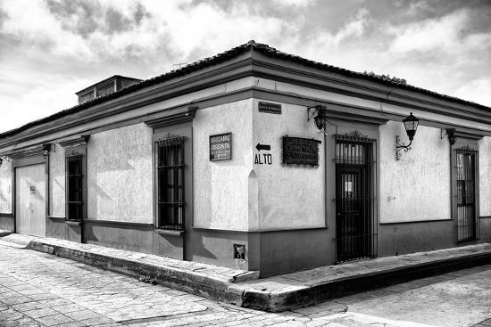 philippe-hugonnard-viva-mexico-b-w-collection-urban-scene-in-san-cristobal-de-las-casas-ii