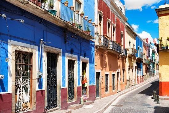 philippe-hugonnard-viva-mexico-collection-colorful-street-scene-guanajuato-iii