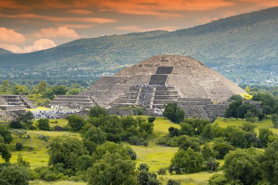 philippe-hugonnard-viva-mexico-collection-pyramid-of-the-sun-teotihuacan