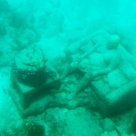 philippe-hugonnard-viva-mexico-square-collection-sculptures-at-bottom-of-sea-in-cancun-iii