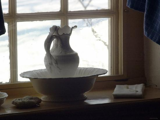 pitcher-and-basin-in-general-washington-s-bedroom-at-valley-forge-winter-camp-pennsylvania