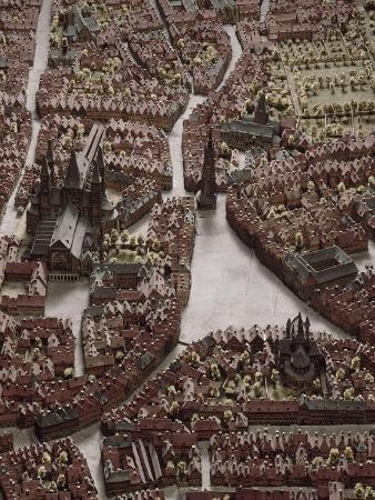 plan-en-relief-de-tournai-table-1