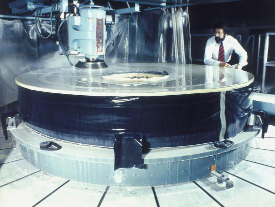 polishing-the-mirror-of-the-hubble-telescope-1980s