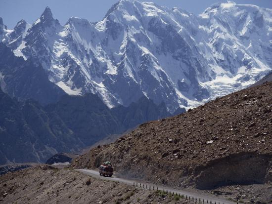 poole-david-bus-on-the-karakoram-highway-through-the-karakoram-range-pakistan