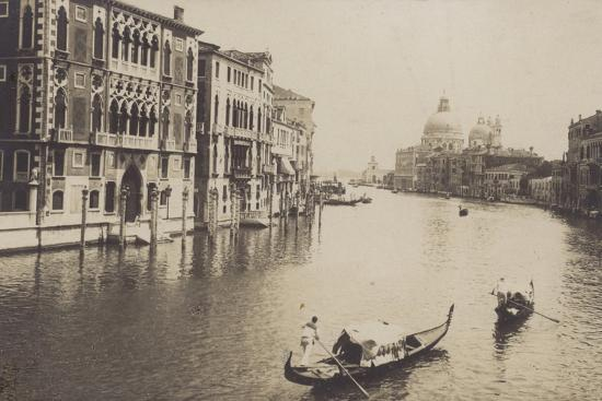 postcard-depicting-gondolas-on-the-grand-canal-in-venice