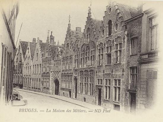 postcard-depicting-the-maison-des-metiers