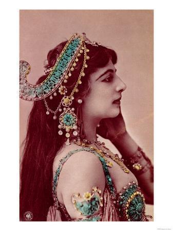 postcard-of-mata-hari-before-1914
