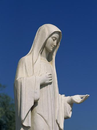 pottage-julian-statue-of-our-lady-near-st-james-medjugorje-bosnia-herzegovina-europe