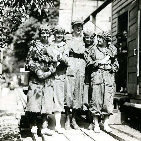 powder-girls-at-the-brandywine-mills-c-1906-18