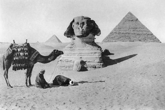 praying-before-a-sphinx-cairo-egypt-c1920s