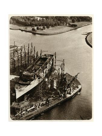 queen-mary-ocean-liner-in-construction