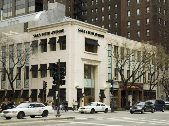 r-h-productions-saks-fifth-avenue-on-michigan-street-or-the-magnificent-mile-chicago-illinois-usa