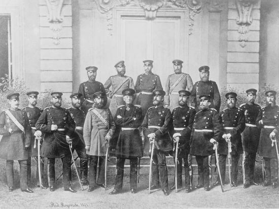 r-rogorsch-soldiers-posing-for-camera