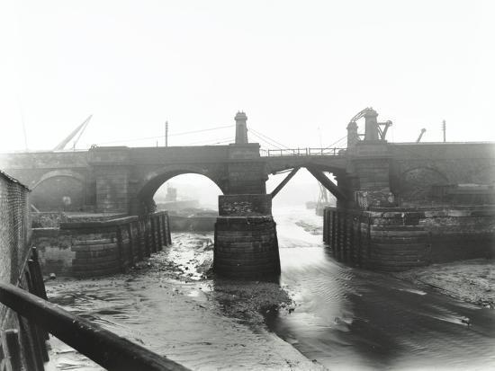 railway-bridge-across-deptford-creek-london-1913