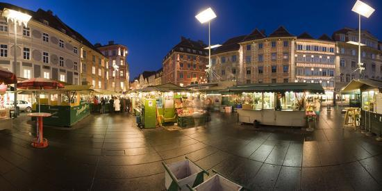 rainer-mirau-austria-styria-graz-main-place-frontage-market-stands-evening-mood