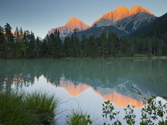 rainer-mirau-austria-tyrol-mieminger-mountains-weissensee-lake-reflexion