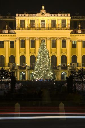 rainer-mirau-austria-vienna-palace-schshnbrunn-christmas-market-christmas-tree-evening-mood-light-tracks