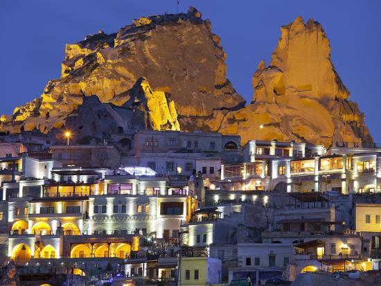 rainer-mirau-castle-rocks-of-uchisar-at-night-cappadocia-anatolia-turkey