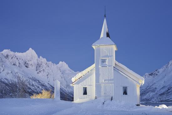 rainer-mirau-church-in-sildpollneset-peninsula-vestpollen-austnesfjorden-austvagoya-island-lofoten