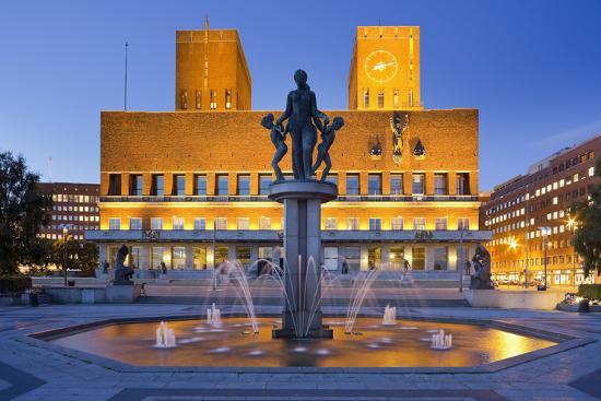 rainer-mirau-norway-oslo-city-hall-well-lighting-dusk