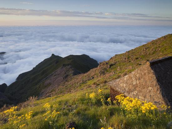 rainer-mirau-resting-place-with-terxeira-sea-of-clouds-madeira-portugal