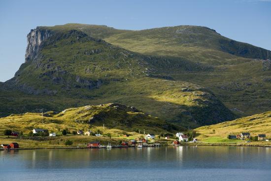 rainer-mirau-scandinavia-norway-lofoten-moskenesoey-krystad-fisher-village-mountain-landscape