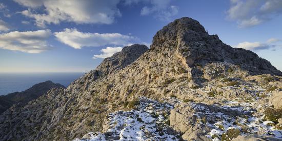 rainer-mirau-spain-majorca-serra-de-tramuntana-it-castellot-rocks-snow