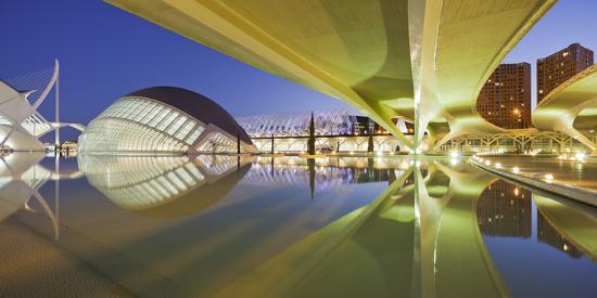 rainer-mirau-spain-valencia-ciudad-de-las-artes-y-de-las-ciencias-l-hemisf-ric-bridge-water