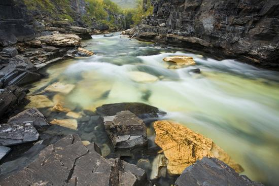 rainer-mirau-sweden-national-park-abisko-river-rocks-nature